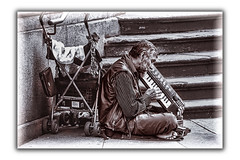 Mendicante (Luigi Pallara) Tags: beggar mendicante streetphotography blackandwhite monocromo entertainer intrattenitore player suonatore people persone canoneos1200d canon18135ef hdr beg buggy pianola piano