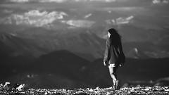 Une femme, un homme, une rencontre. Trois images pour deux hauts perchés I/III - la femme... (stephane.desire) Tags: femme montagne paysage noiretblanc monochrome 169 lumière