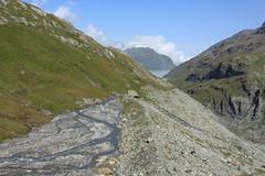 vue arrière sur le val des Dix et son lac (bulbocode909) Tags: valais suisse valdesdix lacdesdix montagnes nature paysages nuages torrents rochers vert bleu montblava groupenuagesetciel