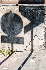Catania composition (10b travelling / Carsten ten Brink) Tags: carstentenbrink 2018 catania etna europa europe iptcbasic italia italian italie italien italy sicily almostabstract cmtb geometry shadows signs streetsign