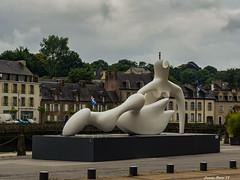 Henry Moore en Bretaña. (Lourdes Olmos. lolmost) Tags: lourdesolmos francia bretaña henrymoore escultura 2018