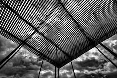 Delta (Tom Putzke) Tags: länder städte antwerpen belgien monochrom wolken clouds sky schwarz weiss architektur architecture stahl pfeiler himmel unwetter sturm stormy stadsschouwburg theaterplein belgium geometrisch linien flächen fassade fassaden oberfläche symetrie