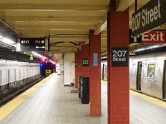 201808060 New York City subway station 'Inwood–207th Street' (taigatrommelchen) Tags: 20180833 usa ny newyork newyorkcity nyc manhattan inwood icon urban railway railroad mass transit subway tunnel station train mta r46