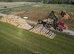 Forwarder töös (BlizzardFoto) Tags: forwarder fiskars palgid logs puud wood droonifoto aerofoto dronephotography aerialphotography