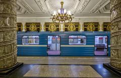 Avtovo metro stop II, Saint Petersburg, 20180920 (G · RTM) Tags: avtovo metro subway train gold glass chandeliers saintpetersburg