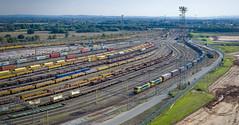 90042 and 90049 pass Crewe Basford Hall (robmcrorie) Tags: crewe basford hall freightliner 4s44 daventry coatbridge 90042 90049 yard railway freight intermodal phantom 4