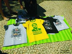 Camisetas (Janos Graber) Tags: camisetas comércio venda amarela preta bolsonaro candidato copacabana riodejaneiro pés láb voeten piedi pies foot toes