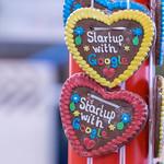 Lebkuchenherzen mit der Inschrift - Startup with Google thumbnail