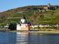 Burg Pfalzgrafenstein and Burg Gutenfels (sharon.corbet) Tags: burggutenfels kaub rhine castle burgpfalzgrafenstein rheinlandpfalz germany 2018 pfalz autumn river rhineriver hills