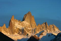 fitz roy au lever de soleil (terraexperiences) Tags: terraargentina argentina argentine fitzroy leverdesoleil montagne elchalten neige cielbleu