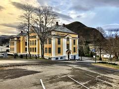 Kårstad oker -|- Ocher building (erlingsi) Tags: erlingsi iphone erlingsivertsen hvo høgskulenivolda oker bygg volda kårstadbygget kårstadhuset