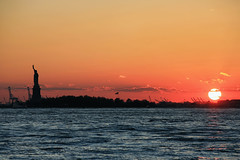 Sunset on the bay (erichudson78) Tags: usa nyc newyorkcity statueofliberty silhouette sunset coucherdesoleil reflets reflection refletsurbains urbanreflection canonef200mmf28lusm canoneos5d mer sea ciel sky baie bay eau water