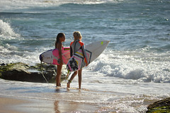 Discussions after surfing (radargeek) Tags: hawaii isleofmaui island 2017 may surfing surfboard kids child children kid sand beach