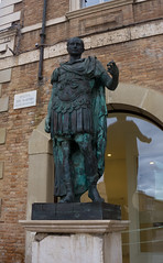 Rimini piazza tre martiri statua (berightbackblog) Tags: rimini romagna emiliaromagna italia italy mare streetart