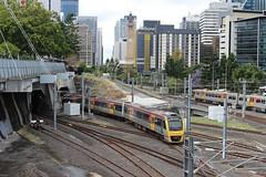 Train arriving at Roma Street Railway Station, Brisbane (philip.mallis) Tags: brisbane romastreetrailwaystation railway train trainstation railwaystation