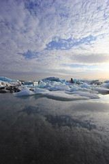 Icelandic Holidays on Ice (Eye of Brice Retailleau) Tags: angle beauty composition landscape nature outdoor paysage perspective scenery scenic view extérieur cloud clouds cloudy cloudscape nuages backback backpacking travel traveling sky skyscape outside outdoors ciel light lake lac ice iceberg europe arctic iceland jokulsarlon reflection reflet water waterscape islande