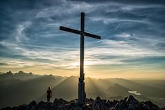Sonneuntergang am Säuling (stefangruber82) Tags: alpen alps tirol tyrol sunset sonnenuntergang kreuz cross sonnenstrahlen sunray gipfelkreuz summitcross
