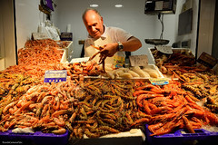 Langostinos tigres - Tiger prawns (ricardocarmonafdez) Tags: sanlúcardebarrameda mercado market ciudad city streetphotography color people nikon d850 24120f4gvr