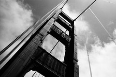 Sur le Pont / Golden Gate Bridge - San Francisco, Californie (Ludovic Macioszczyk Photography) Tags: sur le pont golden gate bridge san francisco californie nikon fm 135 kodak tmax 400 iso mai 2018 étatsunis © ludovic macioszczyk usa film argentique lumière 35mm noir et blanc monochrome california voyage vacances grain bay area sf street view amérique district photography analog ville city life