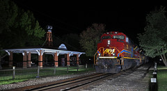Late Runner (GLC 392) Tags: rogers arkansas ar pavillion frisco depot station night time flash down town emd sd70ace railroad railway train am missouri 71 72 tree trees monett turn fence tracks light