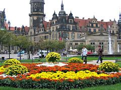 September Flowers (Colorado Sands) Tags: flowers flowerbed city dresden germany german sandraleidholdt europe building flower