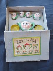 googly eyes > 1920<1940 googly eyes (×petra×) Tags: googleyeyes playtime kinderserviesje poppenserviesje boopeep toyteaset oogjes marimurabros teaset