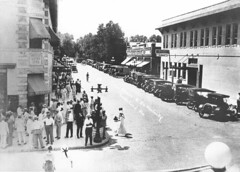 Main Street and Kentucky Avenue (lakelandlibrary) Tags: munn park historic districts commercial streets automobiles