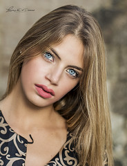 Ci sono due modi per guardare il volto di una persona. Uno, è guardare gli occhi come parte del volto, l'altro, è guardare gli occhi e basta… come se fossero il volto... (lulo92) Tags: portrait shoot eye blu ice bluice blonde prety girl nikon italia top nikonitlia