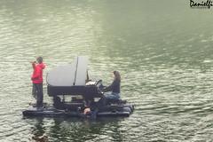 Le piano du lac 1 (danielfi) Tags: piano lac lago lake asturias trasona embalse música music concierto concert ngc bote boat agua water pantano reservoir