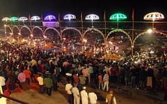 ganga seva nidhi (6) (kexi) Tags: varanasi benares india asia gangasevanidhi celebration ceremony lights people many crowd night samsung wb690 february 2017 instantfave 9 nine umbrellas