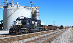 NS D27 switching at Taylorville (HighHor$epower) Tags: ns1643 nsd27 taylorville adm sd402 nw nwsd402 norfolksouthern brooklyndistrict