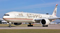A6-ETQ (AnDyMHoLdEn) Tags: etihad 777 boeing777 egcc airport manchester manchesterairport 23l
