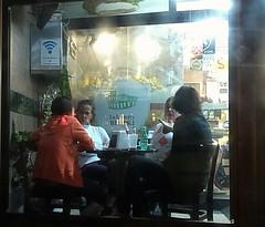 um café, só mais um (lucia yunes) Tags: cafeteria cafe cafezinho conversa conversadebotequim mobilephotographie mobilephoto streetphoto streetphotographie streetshot lifeinstreet streetlife luciayunes motozplay coffee coffeeshop