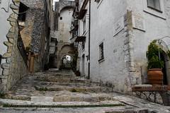 sulle orme di Fra' Diavolo...in the footsteps of Fra' Diavolo (GIASTE) Tags: flickrunitedawardscorcio scale arco edificio
