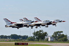 USAF Thunderbirds (zfwaviation) Tags: kafw afw alliance fort worth texas air show vapor airshow jet airplane plane aircraft bell 2018 clouds thunderbirds force demonstration f16 viper fighting falcon f16cm f16s formation smoke