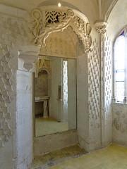 Mur décoré d'hermines (Μonia) Tags: intérieur couleur hermine décoration zuiko1240mm em1 glace reflet fenêtre ancien