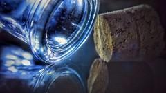Botella y su corcho / Bottle and its cork stopper (Marina Is) Tags: bottle botella corcho corkstopper reflejo crista reflection macrofotografia macromondays perfectmatch concoedanciaperfecra ~~hmm~~