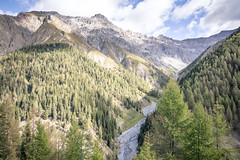 Swiss mountain valley (Roger_T) Tags: bündnerland canon5dmarkiv landscape landschaft nationalpark canonef70300mmf456isiiusm graubünden swissnationalpark wald swissmountains valtrupchun swissalps schweiz forest 2018 canon schweizernationalpark mountains herbst schweizeralpen switzerland berge
