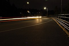 Light trail on the Sir George-Étienne Cartier Parkway (Pwern2) Tags: ottawa ottawaregion ncr nationalcapitalcommission ncc nationalcapitalregion light lighttrail cars rockliffe street rockliffelookout concrete streetlamps carlights carheadlights longexposure highaperture sirgeorgeétiennecartierparkway