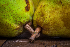 There are only ten minutes in the life of a pear when it is perfect to eat (Peter Jaspers (sorry less time to comment)) Tags: frompeterj© 2018 olympus zuiko omd em10 1240mm28 macro macromondays green fruit pear home wood dof doyenneducomice stilllife