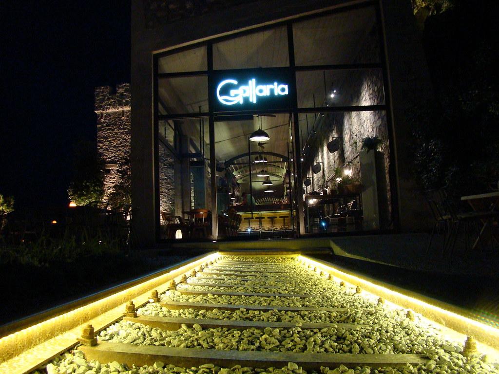 фото: Рельсы у кафе Gallaria