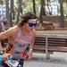 Ein junger Triathlet namens Miquel Valls Alemany mit langen Haaren und Sport-Sonnenbrille läuft beim Peguera Challenge Triatlon 2018