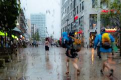 Schietwetter (Art de Lux) Tags: hamburg altona fusgängerzone pedestrian street regen rain menschen personen people nass wet candid farbe color artdelux deutschland germany microfourthirds mft