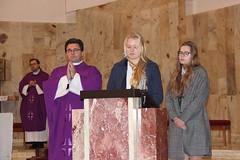 Msza św. za dusze zmarłych uczniów i pracowników szkoły