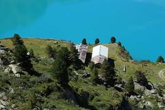 écuries de Cleuson (bulbocode909) Tags: valais suisse cleuson écuriedecleuson écuries chevaux arbres montagnes nature eau lacdecleuson vert bleu rochers