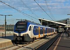 NS Flirt 2216 + 2203 te Tilburg (erwin66101) Tags: ns flirt stadler rail universiteit tilburg station sprinter weert