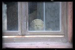 silent observer (Jemele10) Tags: nikon nikond610 d610 germany würzburg wuerzburg pfalz fortress marienberg 241204 afs241204 statue observer window fenster