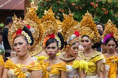 IMG_6685-tr (JLBenazra) Tags: bali cérémonie sawan indonésie costumes