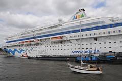 DSC_2267 Mit der Fähre nach Oevelgönne, Hamburg 5.8.2018 (MQ73) Tags: deutschland sommer 2018 hamburg 582018 elbe kreuzfahrtschiff crusade schiff ship boot boat fähre