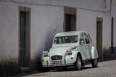 Citroën 2CV (pepsamu) Tags: 2cv car coche street calle portugal mirandadeduero mirandadodouro citroën deuxchevaux doscaballos deuxchevauxvapeur twosteamhorses twotaxhorsepower canon canonistas 2018